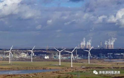 更便宜的风能,太阳能,电池对化石能源构成前所未有的挑战